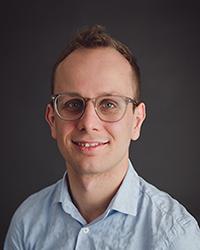 Dr. Nino van der Loo